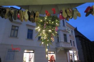 Ines Schuhmoden der verkehrte Weihnachtsbaum
