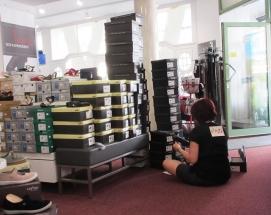 Ines Schuhmoden im sitzen arbeiten